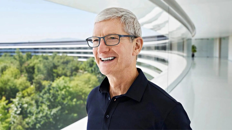 Apple Store v Praze, velká změna u mobilních operátorů a malware zase útočí